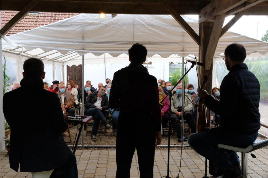 L'ensemble de Jazz, composé de Marion Rempal (voix), Arnaud Thorette (violon) et Johan Farjot (orgue) parcourent le Pas-de-Calais pour une série de concerts dans le calaisis et le montreuillois.