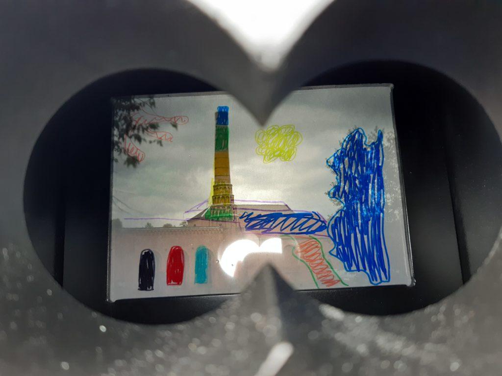 Le collectif Faubourg 132 a planté sa « machine » en face du Musée du textile et de la vie sociale (MTVS) à Fourmies.